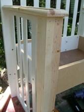 5. そしてサイド部分を取り付け、上部に取り付けた木材をアームレストとして使用できるように少し突き出します。