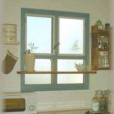 外を見るのが楽しくなる飾り棚付き内窓