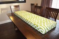 3. 裏返すと、座席部分の完成。この布のように、真っすぐに張れなくてもきれいに見える模様を選ぶことをオススメします。