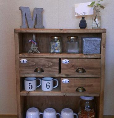 カフェにあるようなお茶セット棚