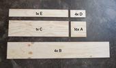 1. まず合板を大工さんに切ってもらいました。  <棚部分>25cm x 25cmを16枚 、25cm x 160cmを4枚  <背面部分>25cm x 93cmを1枚  <ベース部分>12cm x 25cmを1枚、12x93cmを1枚
