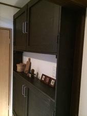 1. 狭い洗面所に収納力のある棚がほしくて作りました。 洗面所のちょっとしたくぼみを利用した棚です。
