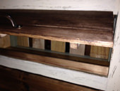 3. すのこで扉を作り、蝶番でとめ開閉 背板は端材で作成