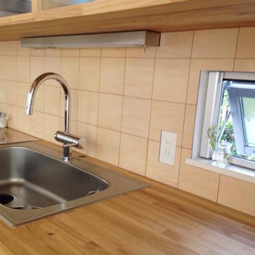 シナベニヤで作るキッチンパネル