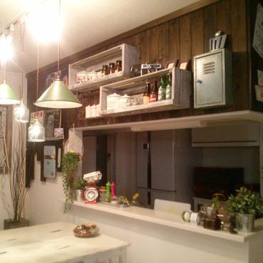 板壁でキッチンをレトロな雰囲気に♪