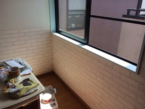 6. 上段、天井もペンキが終わったら壁紙を貼っていきます。 (箇所毎に進めたところもあります。)