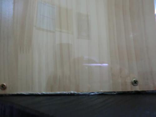 1. 下の部分だけ木の煉瓦を板が立つように釘でうしろから止める
