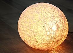 レース糸を固めた照明の作り方