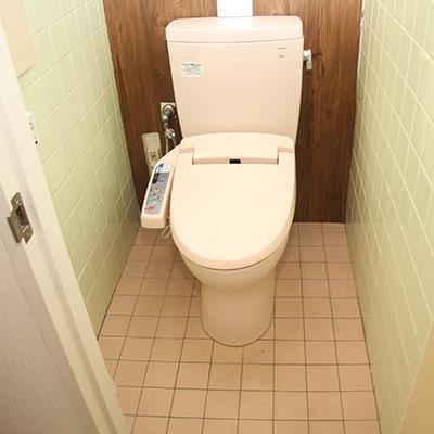 こちらが張り替える前のトイレ!