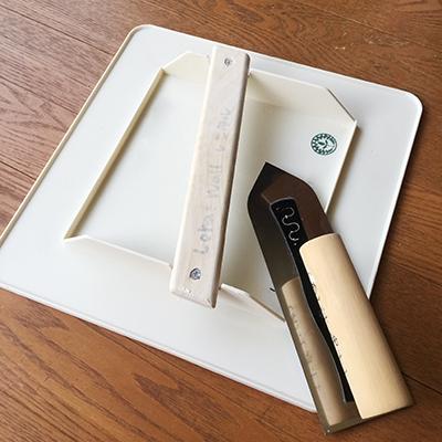 用意した道具:電動ドリル、コテ、盛り板など